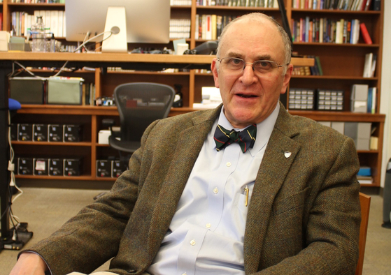 """엘리엇 코언 존스홉킨스대 국제관계대학원(SAIS) 학장이 지난달 22일 """"미국이 아니면 세계를 이끌 나라는 없다""""며 """"미국에는 중국의 조공 문화에는 없는 동맹이란 DNA가 있다""""라고 말했다.[정효식 특파원]"""