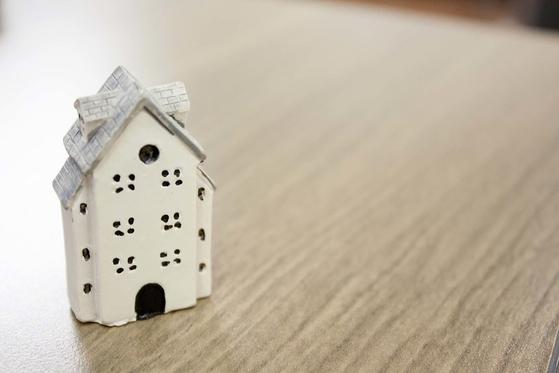 정부는 주택가격을 안정화한다는 이유로 장기보유특별공제 축소에 나서고 있다. 2019년부터 일반 부동산에 대한 장기보유특별공제율은 연간 2%로, 15년 이상 보유해야 최대 30%를 공제받을 수있다. [사진 flickr]