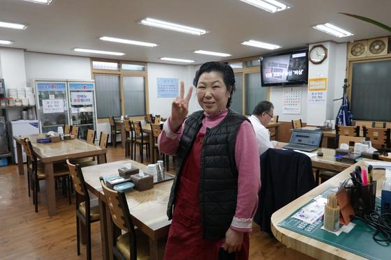서울 영등포구 영등포동에서 '그집'을 운영하는 김정순씨. 백반집에서 가정식 뷔페로 바꿨다.