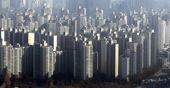 전세 보증금을 받는 다주택자의 세 부담이 줄어든다. 서울 송파구의 아파트 단지. [뉴스1]