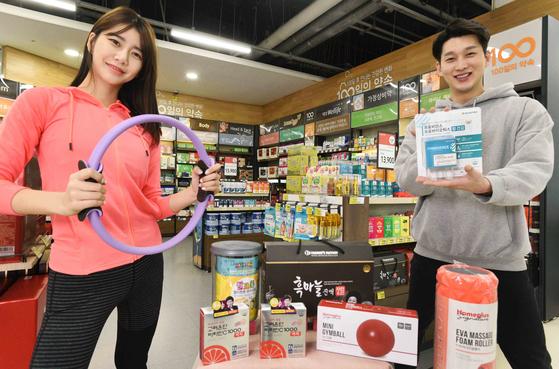 홈플러스는 면역력 증강에 도움이 되는 먹거리와 실내 공기 관리 가전, 운동용품 등 관련 상품을 판매하는 '전 국민 건강 UP 프로젝트' 기획전을 진행한다고 11일 밝혔다. [사진 홈플러스]