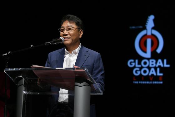 지난해 9월 미국 뉴욕에서 글로벌 골 라이브 프로젝트를 발표하고 있는 SM 이수만 프로듀서. [사진 글로벌시티즌]