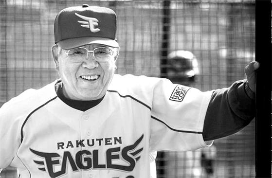 노무라 가쓰야는 74세였던 2009년까지 라쿠텐 감독을 지냈다. 일본 야구 최고령 사령탑이었다. 그는 마지막 경기에서 지고도 선수들에게 헹가래를 받았다. [사진 라쿠텐 골든이글스]