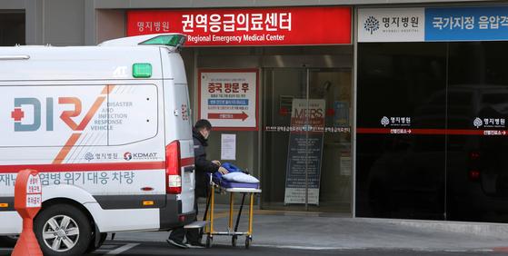 국내 28번째 신종코로나 확진자가 격리돼 있는 경기도 고양 명지병원 권역응급의료센터.[연합뉴스]