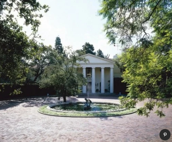 미국 로스앤젤레스(LA) 부촌 베버리힐스에 위치한 워너 저택(Warner Estate). 1930년에 워너브러더스 전 사장인 잭 워너를 위해 만들어졌다. 최근 아마존 CEO 제프 베이조스가 이 저택을 소유하게 됐다. [AD 홈페이지 캡처]