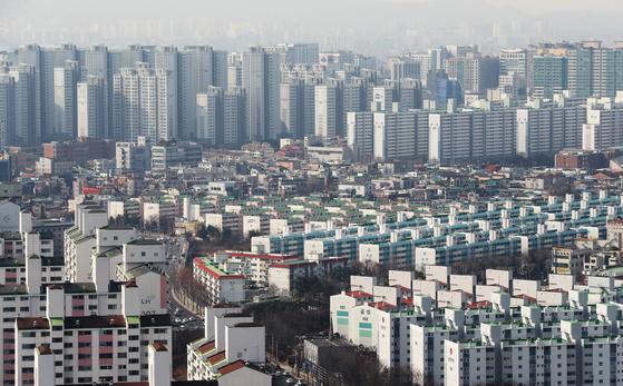 '수용성' 집값 급등에 놀란 정부…조정대상지역으로 지정 검토