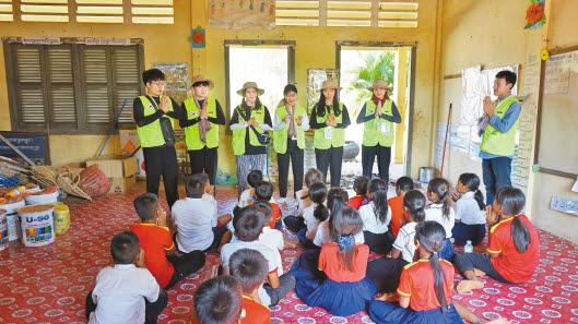 광운대 국제봉사단은 지난달 7일부터 16일까지 8박10일 동안 캄보디아 씨엠립과 우더민체이 일대를 방문해 다양한 봉사활동을 펼쳤다. [사진 광운대]