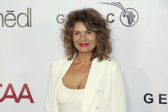 가브리엘 샤르니츠키가 지난 2019년 10월 10일 미국 로스앤젤레스 베버리힐즈에서 열린 GEANCO재단 헐리우드 갈라쇼에 참석해 사진을 찍고 있다. [AP=연합뉴스]