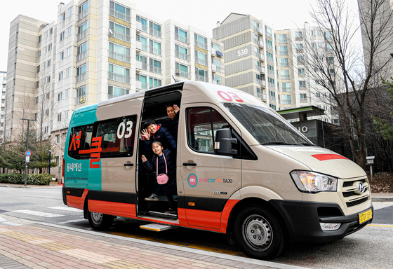 현대자동차는 KST모빌리티와 함께 오는 14일(금)부터 서울 은평뉴타운(은평구 진관동)에서 커뮤니티형 모빌리티 서비스 '셔클(Shucle)'의 시범 운영을 시작한다고 밝혔다. [사진 현대자동차]