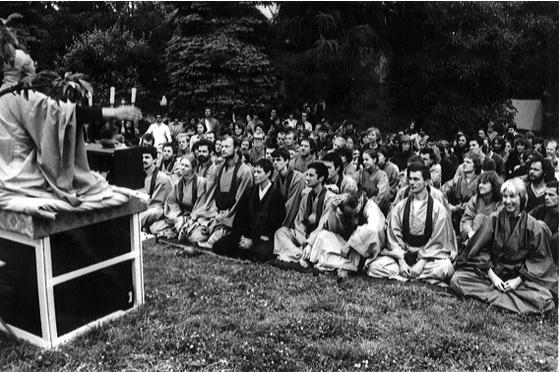 숭산 스님이 생전에 외국인 제자들 앞에서 법문을 하고 있다. 숭산 스님은 외국인 출가자를 위해 '관음선종'이란 종단을 새로 만들었다. [중앙포토]