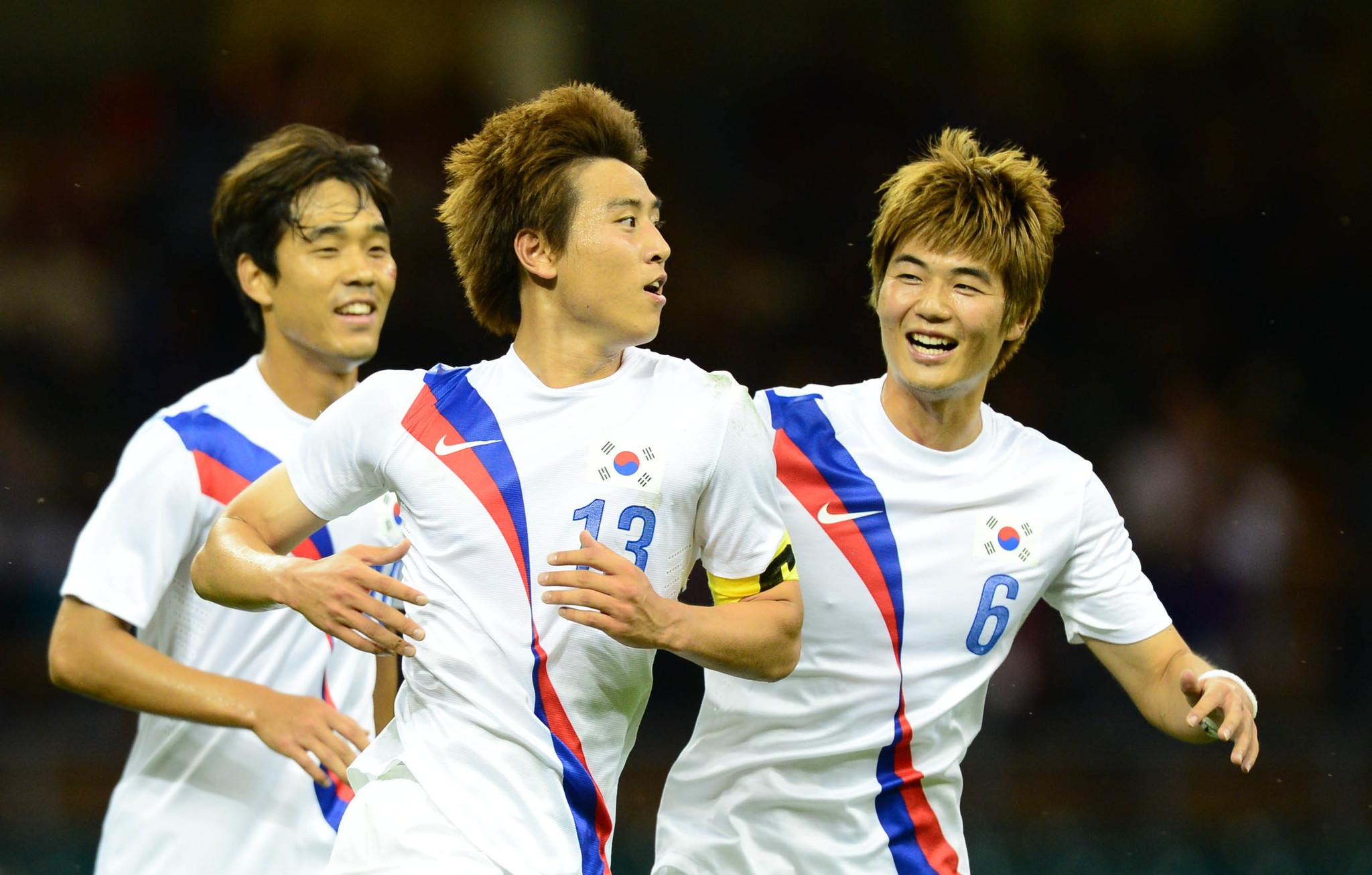 2012년 런던올림픽 일본전에서 구자철이 골을 터트린 뒤 기성용, 박주영과 함께 기뻐하고 있다.[ 올림픽사진공동취재단 ]