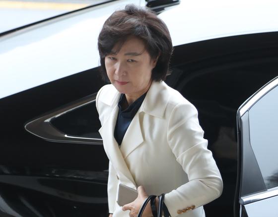 추미애 법무부 장관이 13일 오전 경기도 정부과천청사 법무부로 출근하고 있다. [연합뉴스]