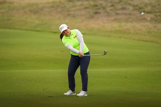 14일 열린 LPGA 투어 호주 여자오픈 2라운드에서 아이언샷을 시도하는 박인비. [사진 Golf Australia]