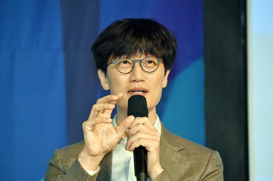 이해진 전 네이버 의장이 지난해 6월 서울 종로구 포시즌즈호텔에서 열린 한국경영학회·한국사회학회 주최 공동 심포지엄에서 말하고 있다. [스타트업얼라이언스]