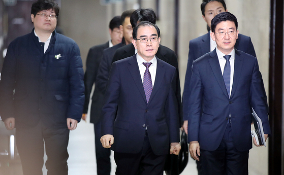 태영호 전 주영북한공사가 16일 국회에서 열린 기자간담회에 참석하고 있다. 한국당 후보로 4·15 총선에 나서는 태 전 공사는 자신의 주민등록상 이름은 태구민이라고 밝혔다. 우상조 기자
