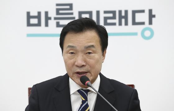 손학규 바른미래당 대표가 17일 오전 국회에서 열린 최고위원회의에서 발언하고 있다. 임현동 기자