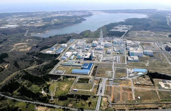 일본이 내년 가동을 목표로 아오모리현 롯카쇼무라에 건설 중인 재처리시설. 사진은 지난 2011년 4월에 촬영한 것이다. [교도=연합뉴스]