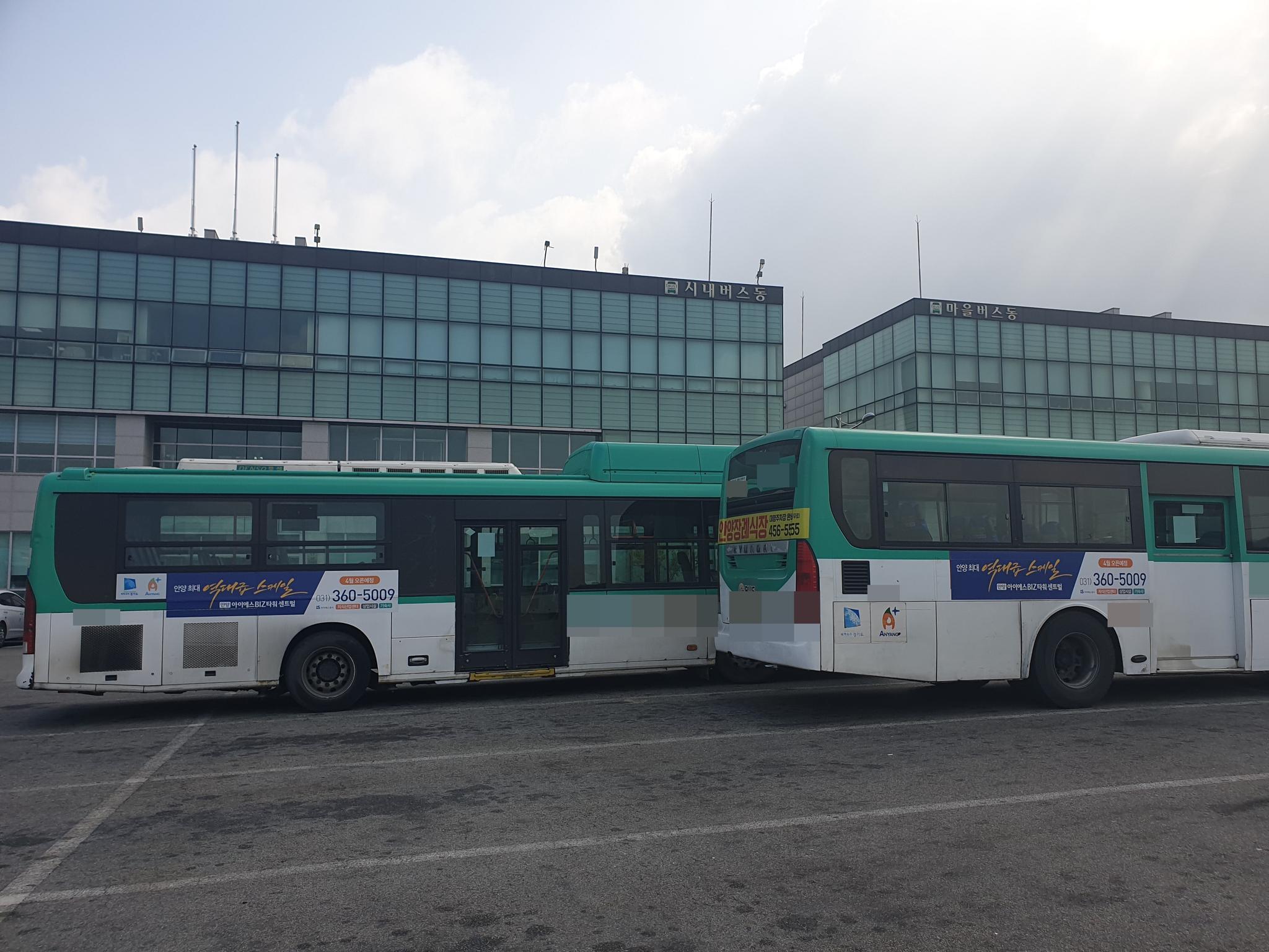 신종 코로나 확산으로 어려움을 겪고 있는 경기도 지역 버스 업체의 공영차고지. [증앙포토]