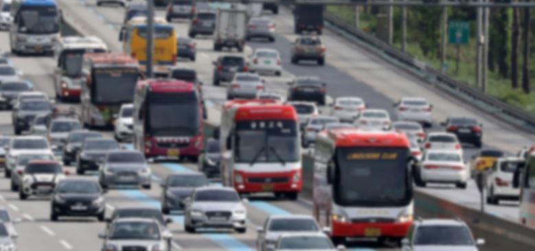 신종 코로나로 인해 경기지역 노선 버스회사들의 어려움이 특히 심각하다. [중앙포토]〈br〉〈br〉