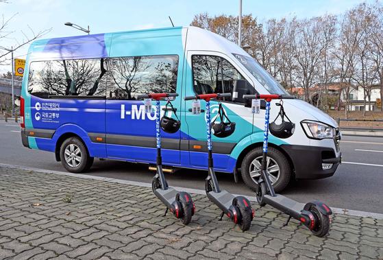 지난해 12월부터 현대차-인천시 컨소시엄이 영종국제도시에서 시범운영한 수용응답형 버스 I-MOD와 마이크로 모빌리티 I-ZET 서비스. [사진 현대차]