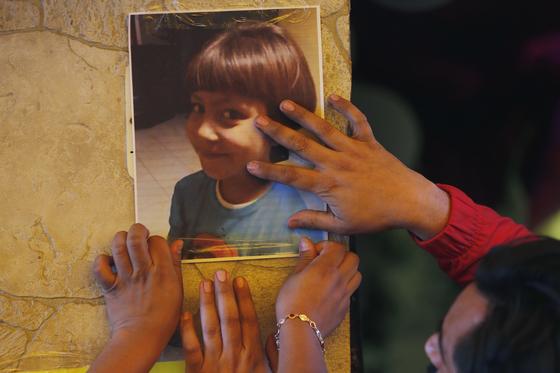 실종 후 시신으로 돌아온 7세 파티마. 멕시코에선 여성 대상 범죄가 고질적 문제다. [AP=연합뉴스]