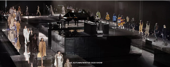 버버리 2020 가을겨울 컬렉션 쇼의 모습. [사진 버버리 홈페이지]