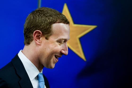 페이스북 창업자 마크 저커버그가 17일 벨기에 브뤼셀의 EU 집행위원회를 방문했다. [AFP=연합뉴스]