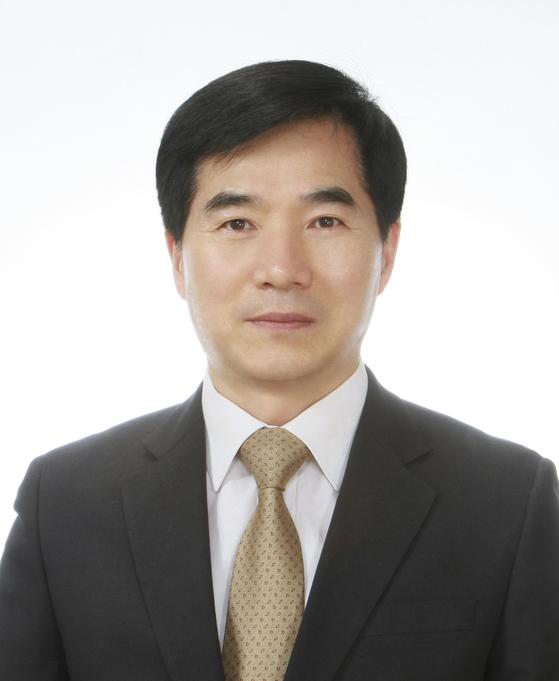 19일 석달간 공석이었더 중국 주우한 총영사에 임명된 강승석 전 주다롄 출장소장. [사진 외교부]