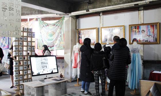 쇠락하는 대전의 원도심을 되살리기에 나선 대전대 커뮤니케이션디지인학과 학생들이 현장의 숨은 이야기를 발굴해 전시회를 열었다. [사진 대전대]