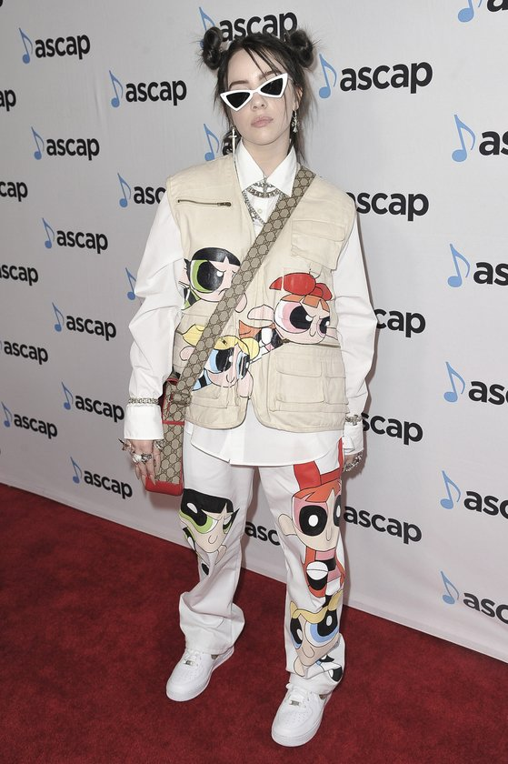 지난해 5월 ASCAP 팝 뮤직 어워드에 애니메이션 캐릭터 의상을 입고 등장한 빌리 아일리시. [AP=연합뉴스]