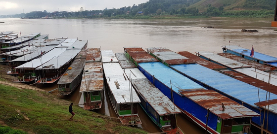 라오스 훼이싸이 선착장에 정박해 있는 배. [사진 조남대]