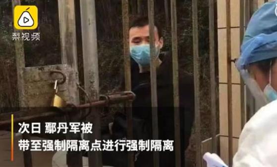 아무도 없는 단지에서 조깅을 하던 교사가 마스크를 쓰지 않았다는 이유로 붙잡혀 14일 강제 격리 조치 처분을 받았다. [중국 인민망 캡처]