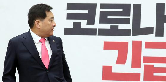 심재철 미래통합당 원내대표가 21일 서울 여의도 국회에서 열린 코로나19 긴급회의에서 모두발언을 하고 있다. [뉴스1]