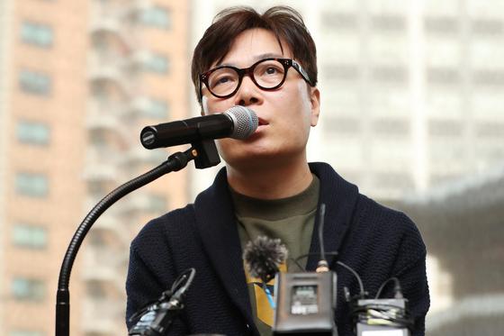 『살인자의 기억법』이후 7년 만에 장편『작별 인사』를 낸 작가 김영하가 20일 기자간담회를 열었다. [연합뉴스]