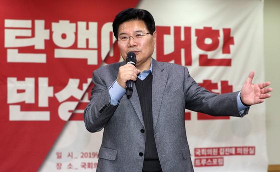 홍문종 우리공화당 공동대표가 지난해 12월 20일 서울 여의도 국회 의원회관에서 열린 '탄핵에 대한 반성적 고찰'세미나에서 발언하고 있다. [뉴스1]