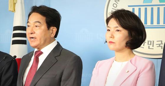 미래한국당 심재철 대표(왼쪽)와 대변인 전희경. [연합뉴스]