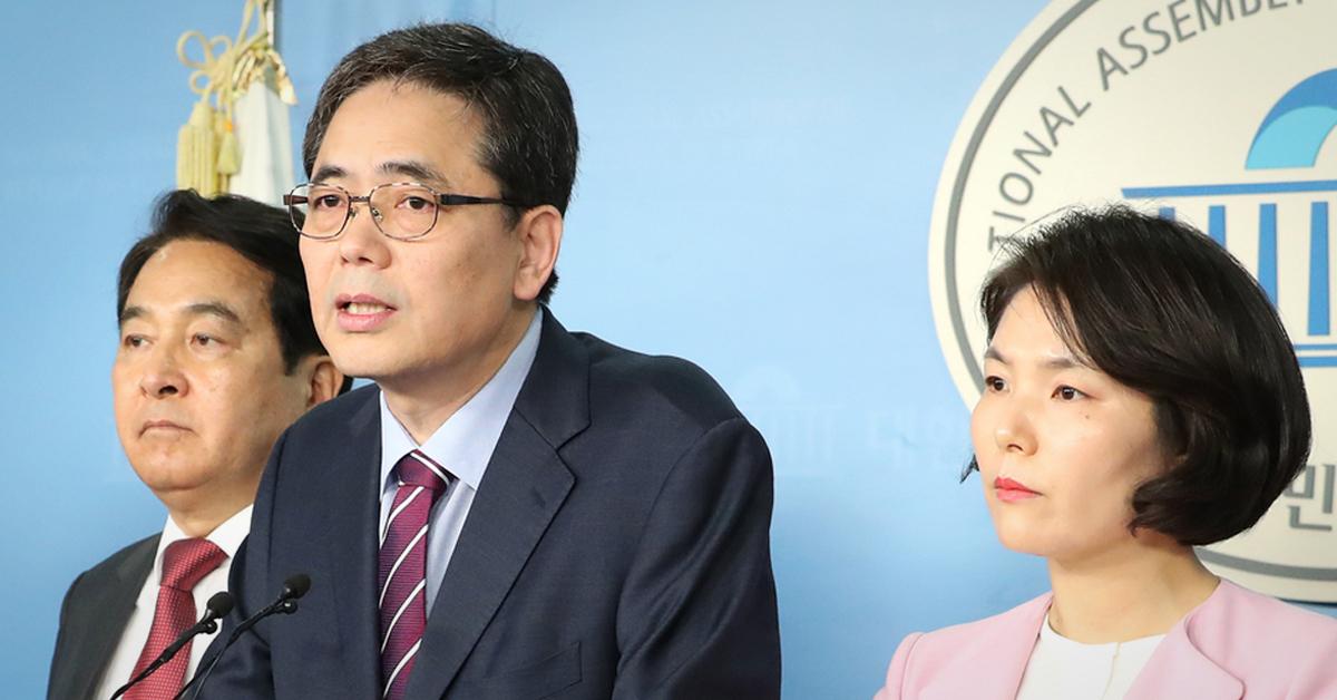 미래한국당 심재철 원내대표(왼쪽부터)와 곽상도·전희경 의원. [연합뉴스]