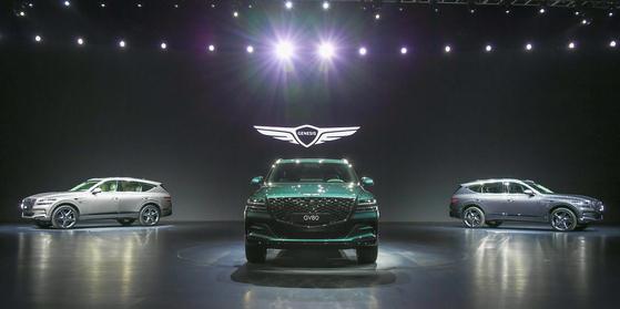 코로나19 확산으로 자동차 업계가 판매 위축을 우려하고 있다. 신차 출시가 줄줄이 예정돼 있지만 마케팅에 제약이 발생할 수 있어서다. 사진은 1월 제네시스 GV80 출시 현장. [사진 제네시스]