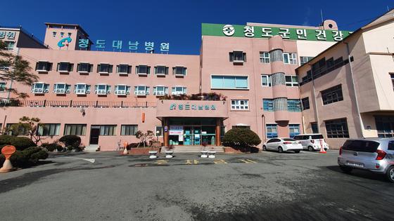 23일 경북 청도군 화양읍 청도대남병원의 출입이 전면통제됐다. 윤상언 기자