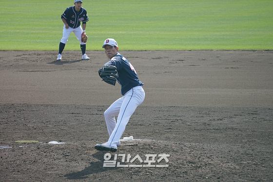 박신지가 24일 일본 미야자키 소켄 구장에서 열린 오릭스전에서 투구를 하고 있다. IS포토