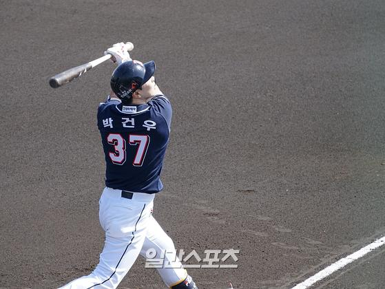 오릭스전에서 홈런을 친 박건우가 세이부전에서 마쓰자카를 상대한다. IS포토