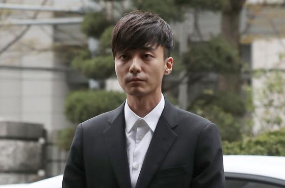 """가수 로이킴, 음란물 유포 혐의 기소유예 처분…소속사 """"깊이 반성"""""""