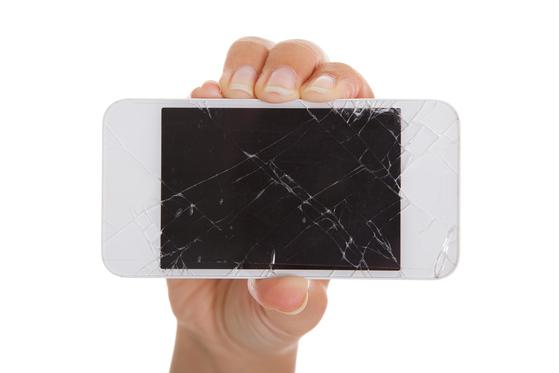 파손된 휴대폰. 셔터스톡