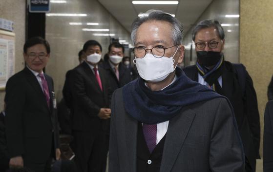 신종 코로나바이러스 감염증(코로나19) 확진자가 지난 19일 국회 의원회관에 다녀간 것이 확인되면서 24일 오후 서울 국회 의원회관에서 진행 중이던 미래통합당 후보자 면접이 본관으로 자리를 옮겨 열렸다. 임현동 기자