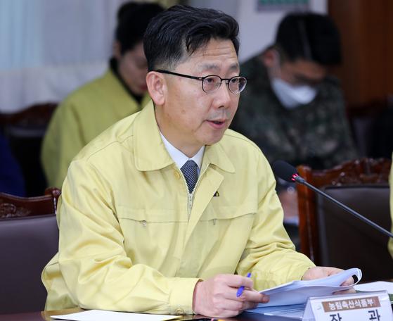 농림축산식품부가 신종 코로나바이러스 감염증(코로나19) 위기에 빠진 농식품 수출업계를 지원한다. 사진은 김현수 농림축산식품부 장관. 뉴스1