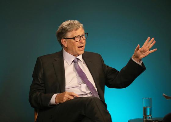 """빌 게이츠 마이크로소프트(MS) 창업자는 2015년부터 전염병의 위험성을 경고하며 """"우리는 다음 번 전염병(epidemic)'에 준비가 안돼 있다""""고 지적했다. [신화=연합뉴스]"""