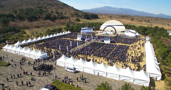 지난해 4월 3일 제주시 봉개동 4·3평화공원에서 열린 4·3 71주년 추념식. [뉴스1]