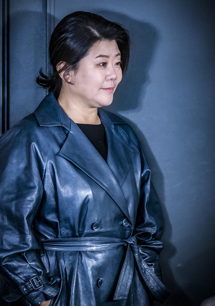 [권혁재의 사람사진] 이정은, 깨고 깨며 이어 온 배우 30년