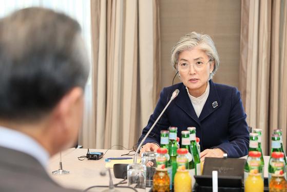 2020년 뮌헨안보회의 참석차 독일 뮌헨을 방문중인 강경화 외교장관은 지난 15일(현지시간) 왕이 중국 국무위원 겸 외교부장과 회담을 가졌다. [외교부 제공]