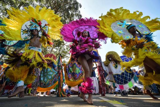 브라질 상파울로에서 지난 25일 열린 축제에서 무용수들이 춤을 추는 모습. [AFP=연합뉴스]